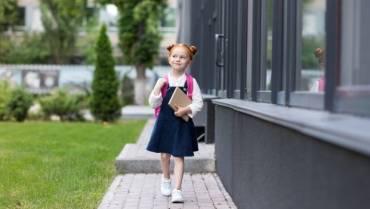Șapte sfaturi pentru siguranța copiilor care merg singuri la școală. INTERVIU Psiholog, despre temerile părinților, nevoia de protecție și independența adolescenților